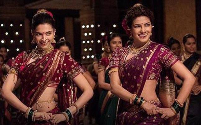 Deepika And Priyanka Duet Dance Performance In Full Maharashtrian Glory