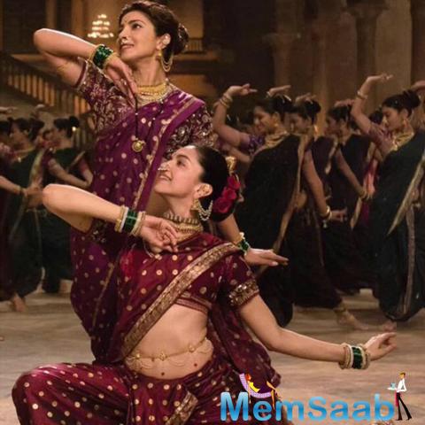 Deepika And Priyanka's Face Off Song Pinga From Their Upcoming Film Bajirao Mastani