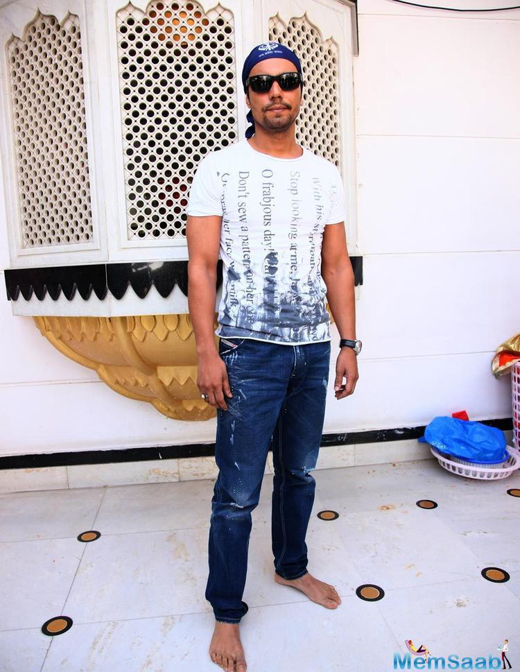Randeep Hooda Stylish Look During The Launch Of Nanak Naam Jahaz Hai Poster