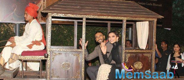 Ranveer And His Girlfriend Rode In A Horse Driven Carriage For BM Promotion