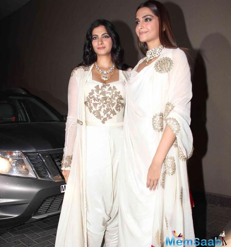 Sonam's Date For The Night Was Her Younger Sister Rhea Kapoor