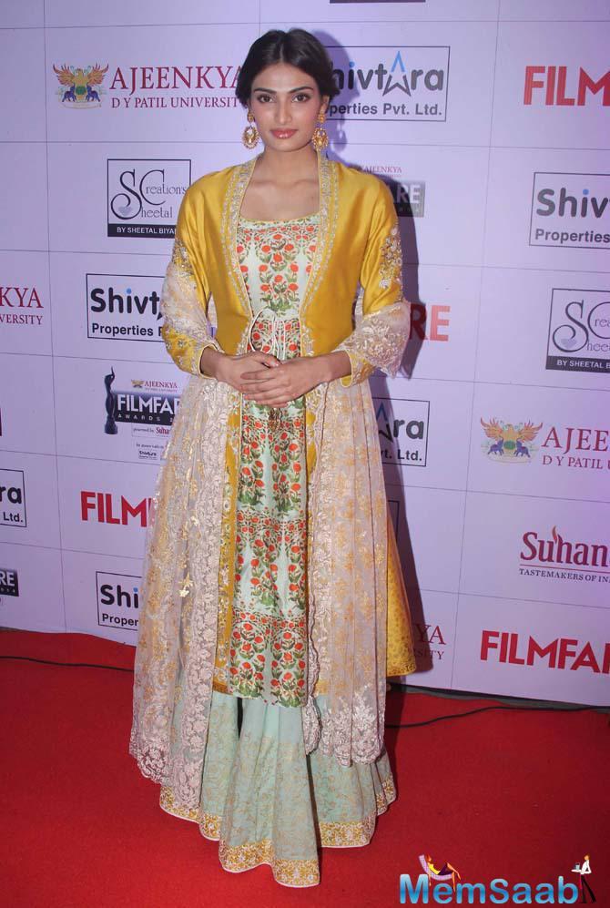 Desi Girl Athiya Shetty Looks Pretty At Marathi Filmfare Awards 2015