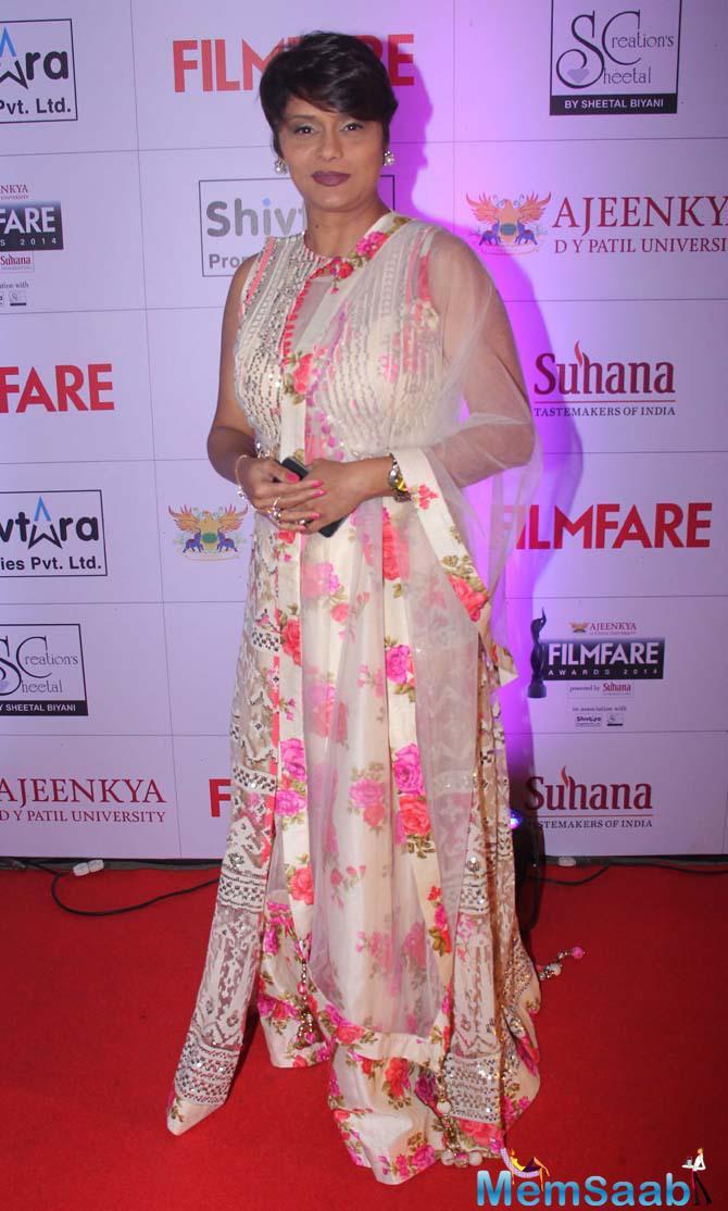 Pallavi Joshi Pose On Red Carpet During During Marathi Filmfare Awards