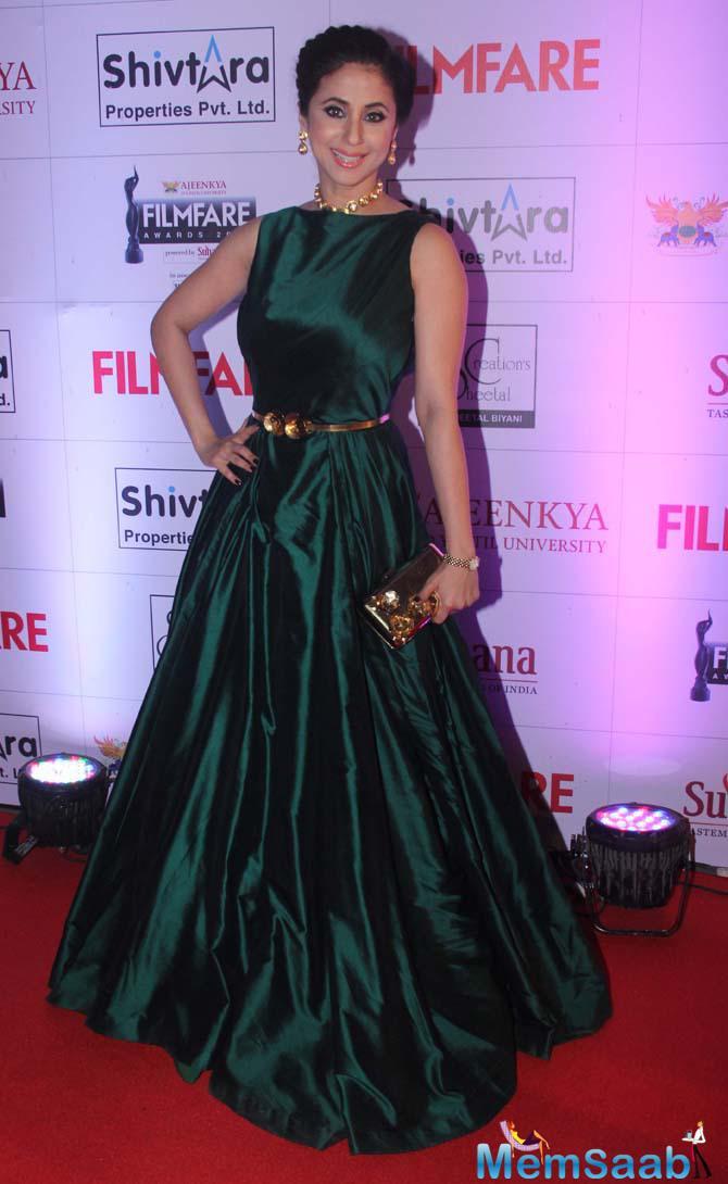 Urmila Matondkar Seen With All Smiles At Marathi Filmfare Awards 2015