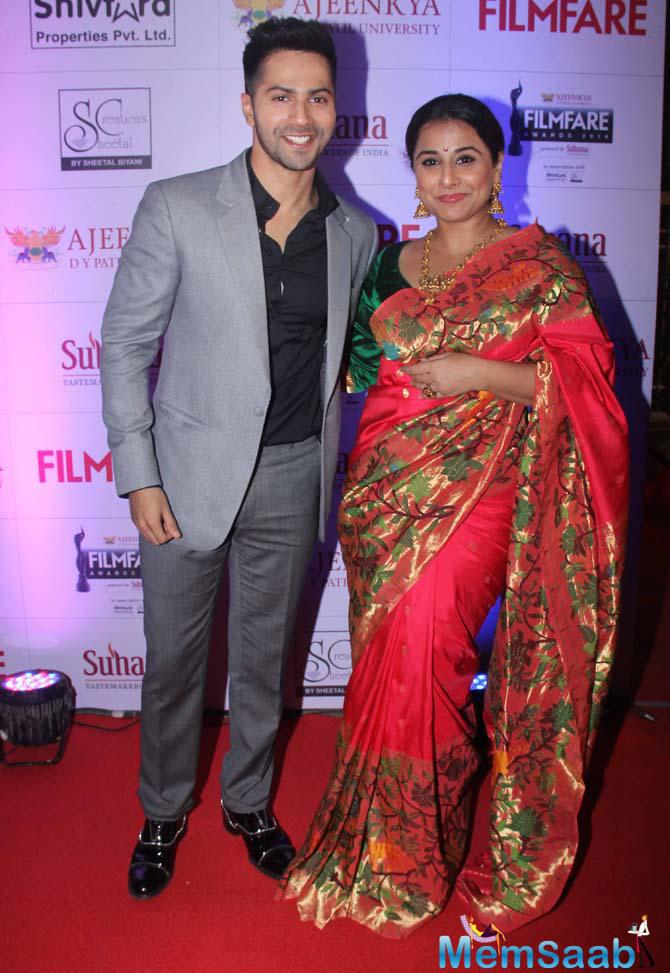 Varun And Vidya Share A Light Moment At Marathi Filmfare Awards 2015