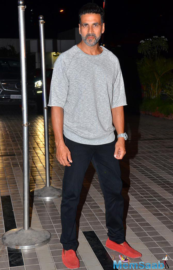 Akshay With Casual Look Spotted At Sajid Khan's Birthday Party