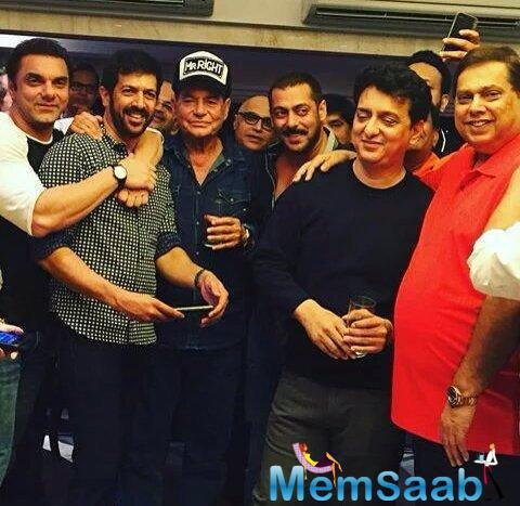 Salim Khan Strikes A Pose With His Family And Friends