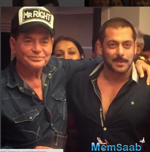 Salman And Salim Pose Together For Camera