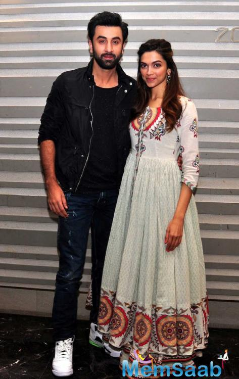 Ranbir And Deepika Makes A Sizzling Chemistry During Tamasha Promotion