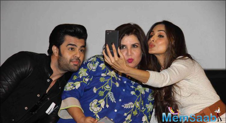 Manish,Farah And Malaika Put Their Pouts For A Selfie