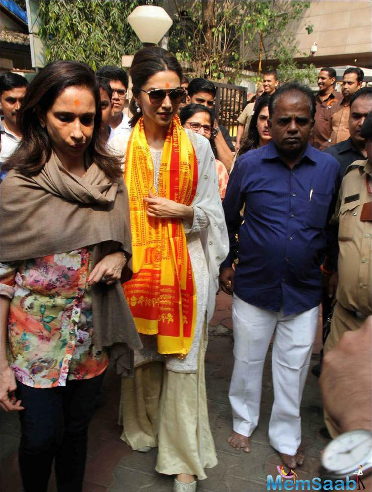 Deepika With Her Mom Spotted At Siddhivinayak Temple For Tamasha