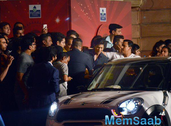 SRK Entered Into His Car After Attended The Event SBAS Anniversary Bash
