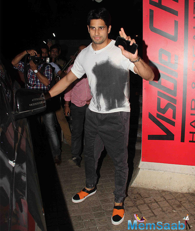 Sidharth Malhotra Waves To His Fans