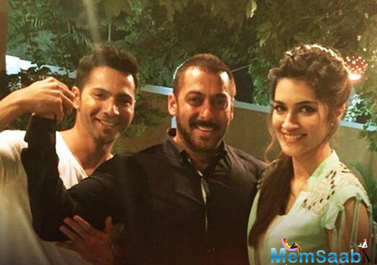 Varun And Kriti Shared A Light Moment With Salman Khan On The Sets