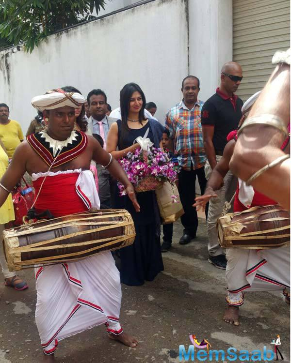 Sri Lanka People Welcomed Ishita With A Grand Traditional Sri Lankan Performance