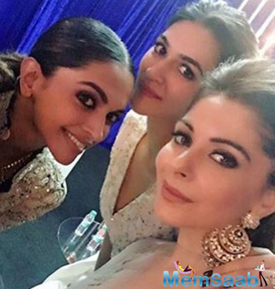 Deepika Kriti And Kanika Takes A Cute Selfie During Umang Police Show