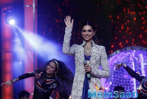Deepika Raised The Temperature Wearing A Cobalt Blue Anamika Khanna Lehenga