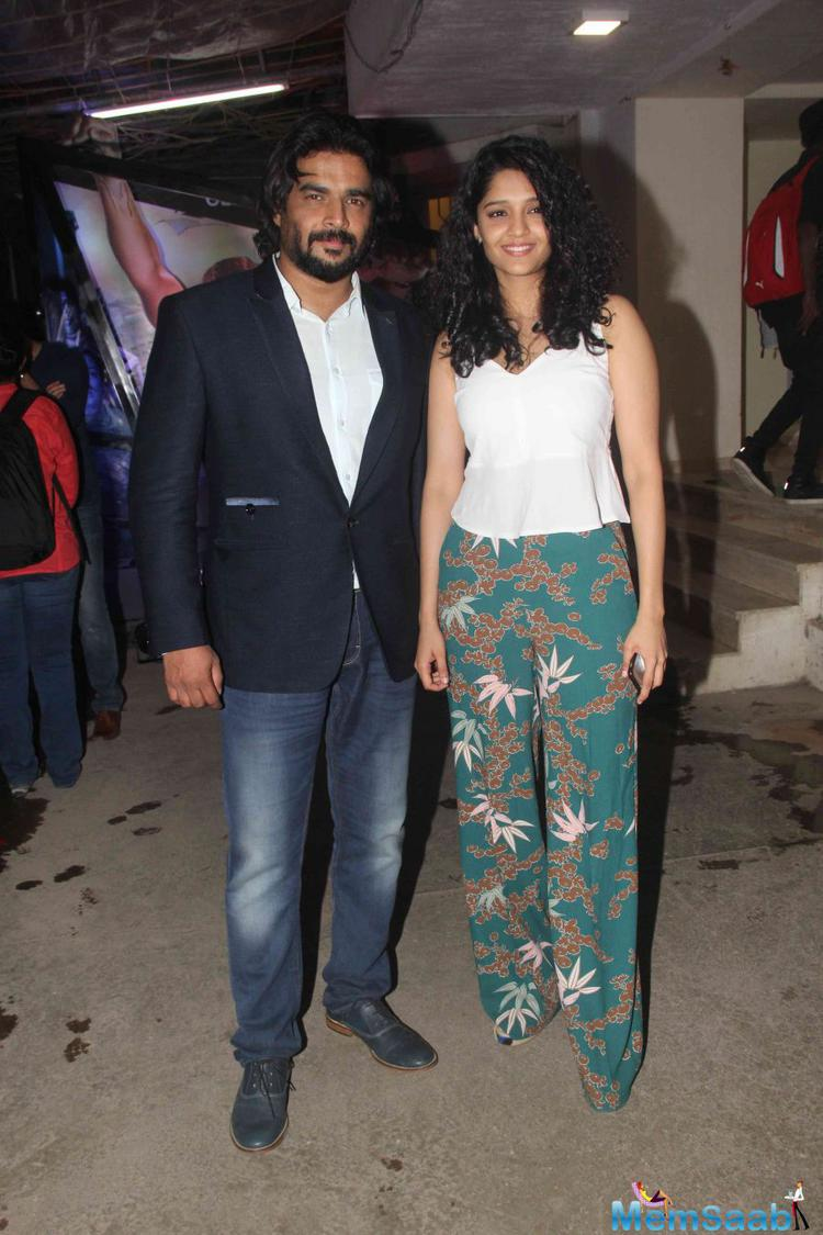 Lead stars of Saala Khadoos Ritika Singh and R. Madhavan posed together for the camera
