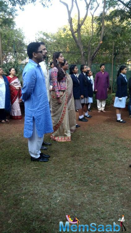 Sonam Kapoor also sang national anthem along with the students and staffs