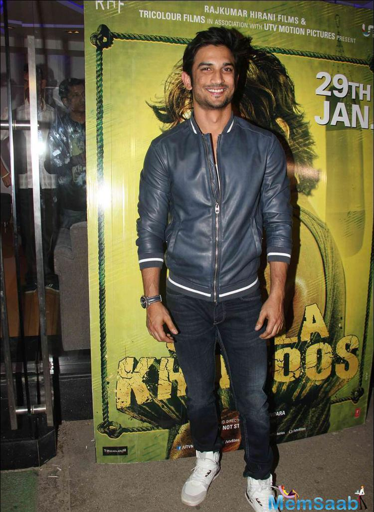 The rising star Sushant Singh Rajput posed with all smiles at Saala Khadoos screening
