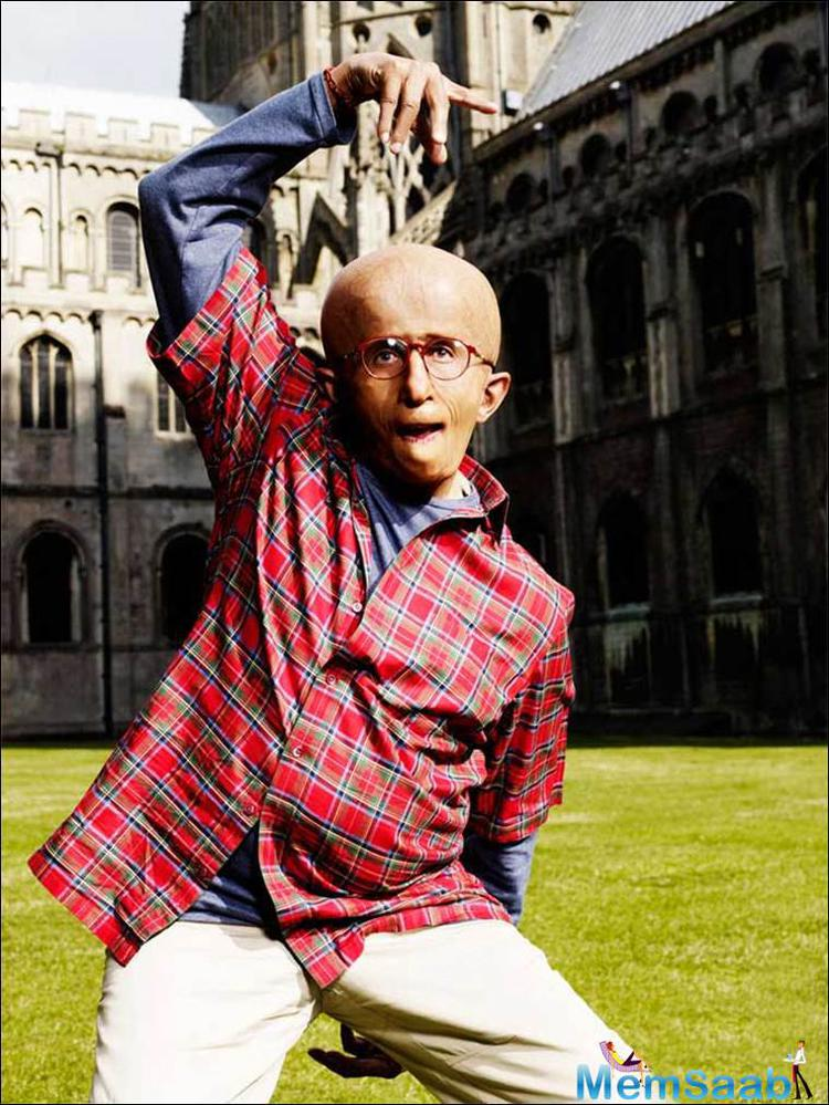 In film Paa Amitabh Bachchan ad to undergo complete facial transformation to play the progeria-afflicted Auro.