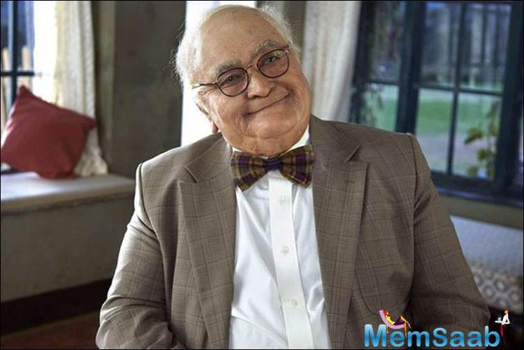 Rishi Kapoor looks completely unrecognisable in his new look and credit has to be given to the make-up artists who worked on the actor's face to give him the bald, old look.