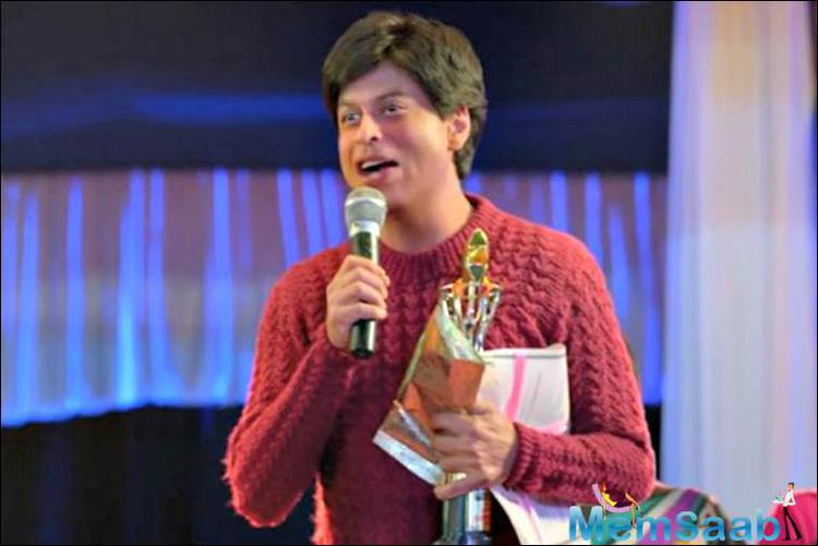 Star SRK's make-up in the movie gives him the look and feel of a very young guy right from the way his hair is parted to the skin tone of his face.