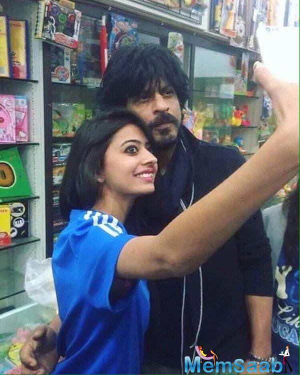 Superstar Shahrukh Khan clicked a selfie with his fan at a toy shop in Bhuj