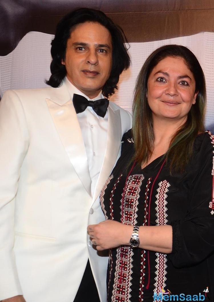 Rahul Roy to do cameo in Pooja Bhatt's Productional 'Cabaret', where he will re-create a famous pose from 'Aashiqui', All are excited  to watch Aashiqui star on his famous pose with Jacket and Top