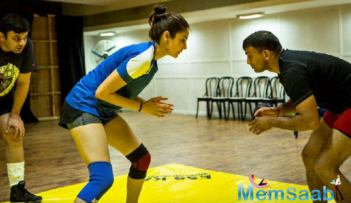 Sultan is based on the life of a wrestler, so both Salman and Anushka are being trained for it, here Anushka Sharma is trained to learn Wrestling.