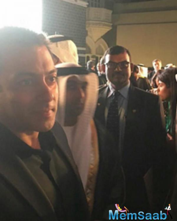 Salman who is a superstar in India also has a huge fan following in UAE, sharing a great time with the crown prince of Abu Dhabi, Former miss Universe Sushmita also seen here bonding with Salman After a long time