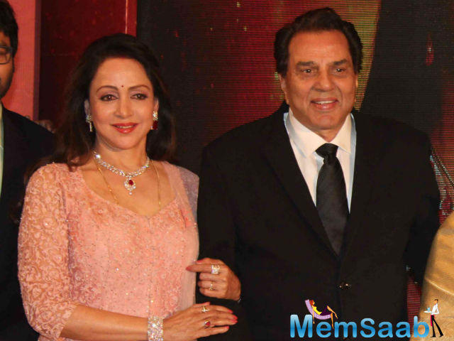 Dharmendra recited a poem written by him and congratulated Hema on the launch event of music album 'Dream Girl'.