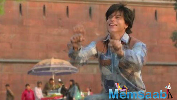 In Fan, star Shah Rukh plays the role of a fan obsessed with a reigning superstar and travels to Mumbai to meet the actor.