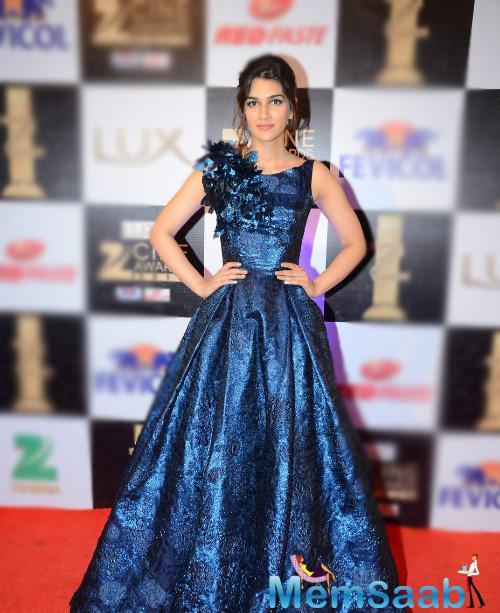Dilwale Actress Kriti Sanon rocked the red carpet in Hamda Al Fahim creation