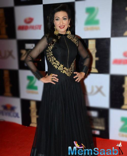 Rituparna Sengupta glam up the red carpet with gorgeous black gown and heavy-handed makeup