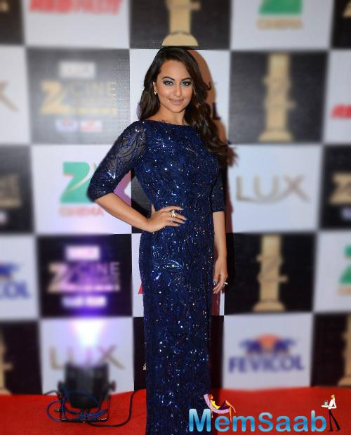 Sonakshi Sinha hit the red carpet in a blue Nadine Dhody gown with a deep back, she looked lovely in this gown