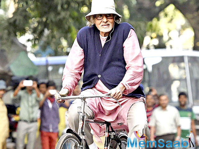 """""""Laid up and had to regret presence at Zee Awards .. feeling bad at not being able to give Veeru Devgn his Lifetime Award!!"""" Amitabh Bachchan tweeted"""