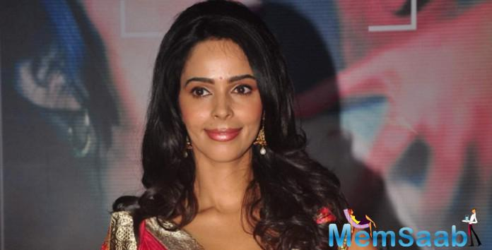 Amid the ongoing Jat agitation in Haryana, Bold actress Mallika Sherawat has Urges to the Jat community to maintain peace.
