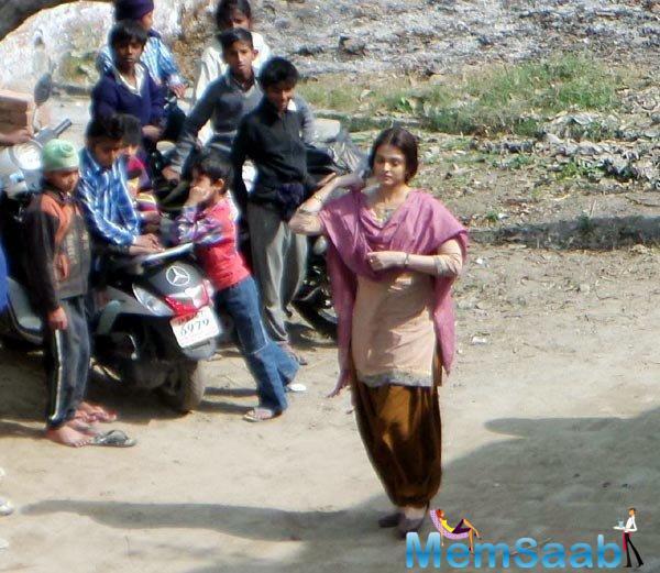 Bollywood stars Randeep Hooda and Aishwarya Rai Bachchan's upcoming film Sarbjit has hit a roadblock
