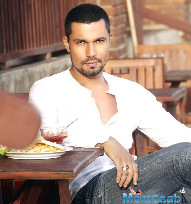 Randeep Hooda, who currently busy with the shooting of Sarbjit, has  honoured with an achievement award in Australia.