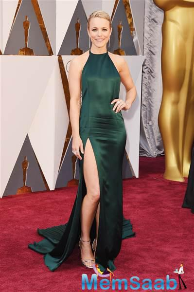 This best-supporting actress nominee Rachel McAdams hit it out of the park in silky green!