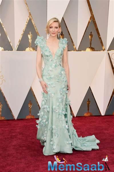 Talk about beauty! This Academy Award winner and best actress nominee Cate Blanchett  looks stunning in seafoam green.