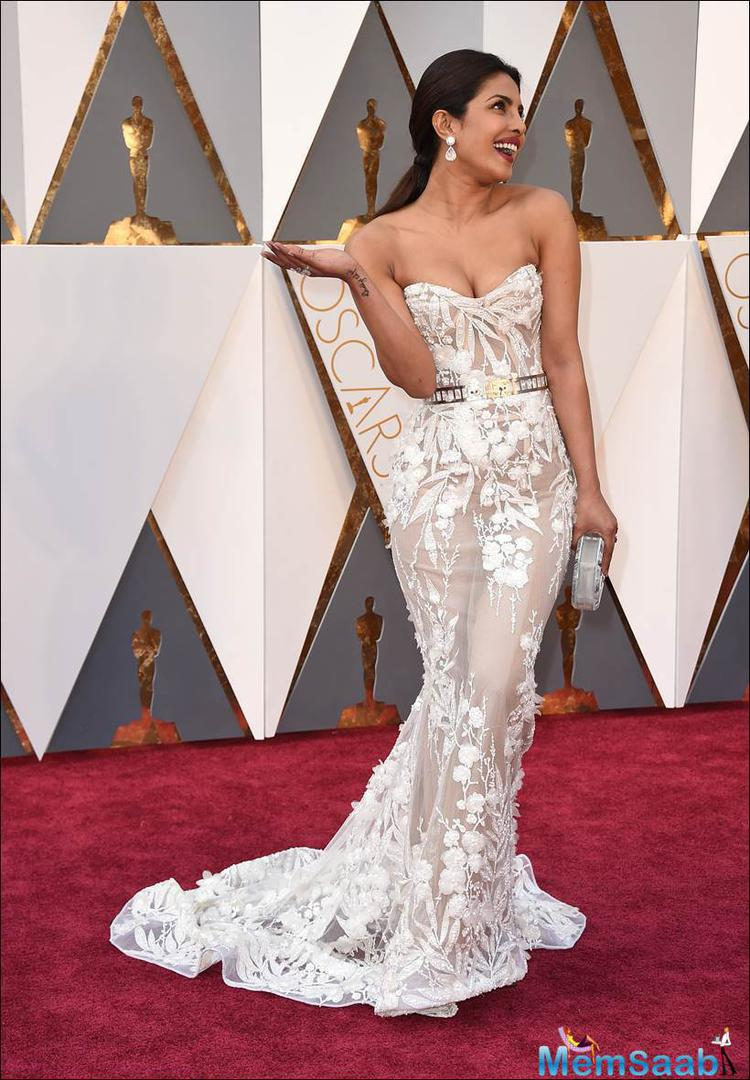 Priyanka Chopra continues to dazzle at Oscars 2016. After wowing the world with her choice of a white Zuhair Murad beautiful white gown