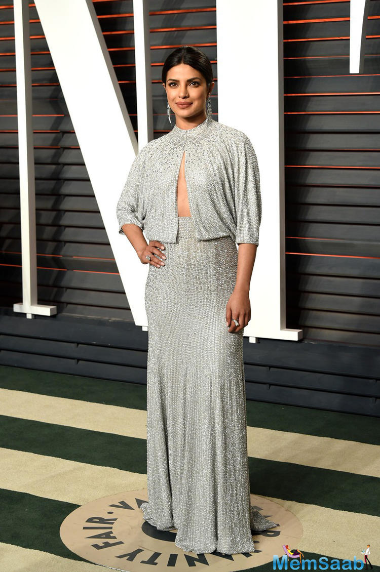 Priyanka Chopra was shining in a gorgeous grey Jenny Packham gown for the Vanity Fair Oscars Party. Priyanka tied her hair in a sleek pony and matching jewels.