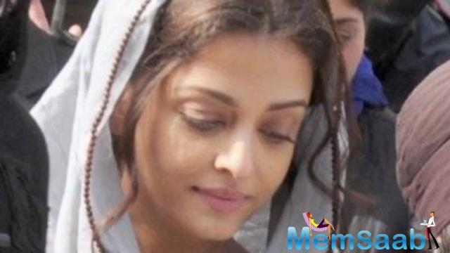 After wrapping up Panjab Schedule, Currently Aishwarya has begun shooting at Red Fort in Delhi for another schedule of Sarbjit.