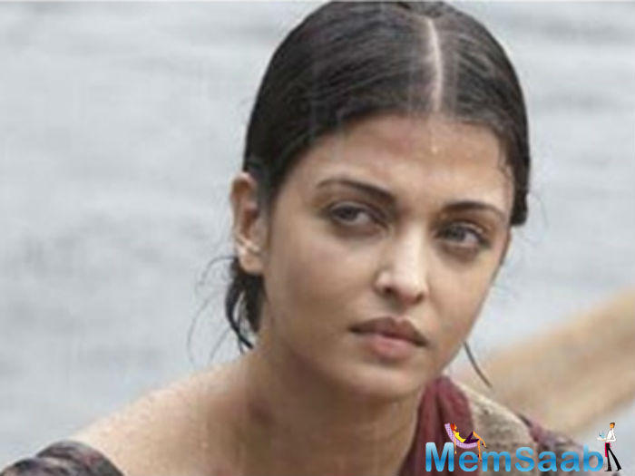 Aishwarya Rai Bachchan, who play the character of  Sarabjit's sister Dalbir Kaur, filming at Red Fort in Delhi. The film also  features Randeep Hooda as Sarabjit Singh, Richa Chadda as his wife.