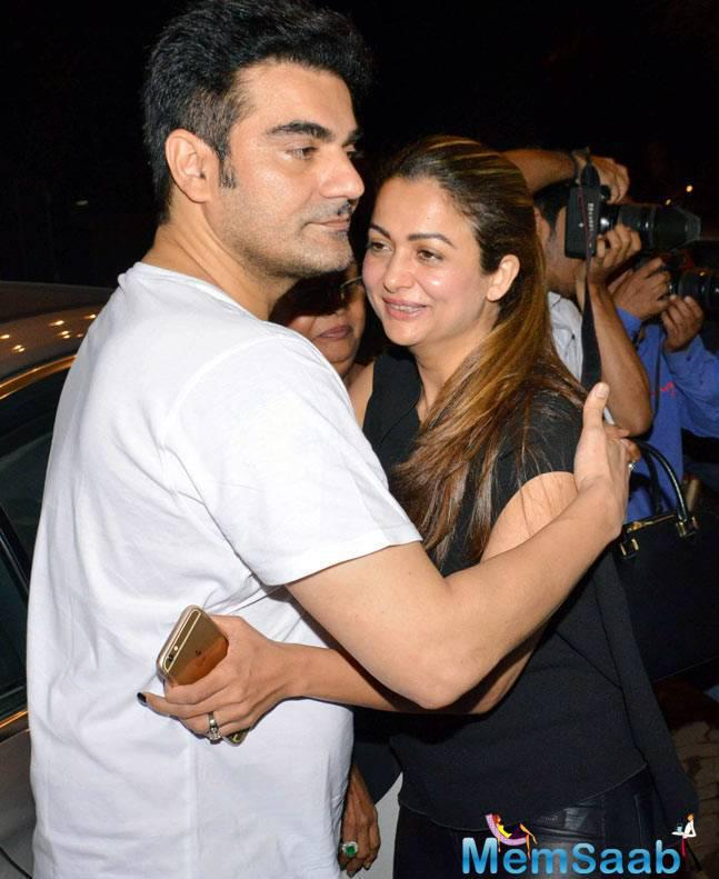 It seems all is well between Malaika Arora and Arbaaz Khan as the couple was accompanied by Malaika's sister Amrita Arora.