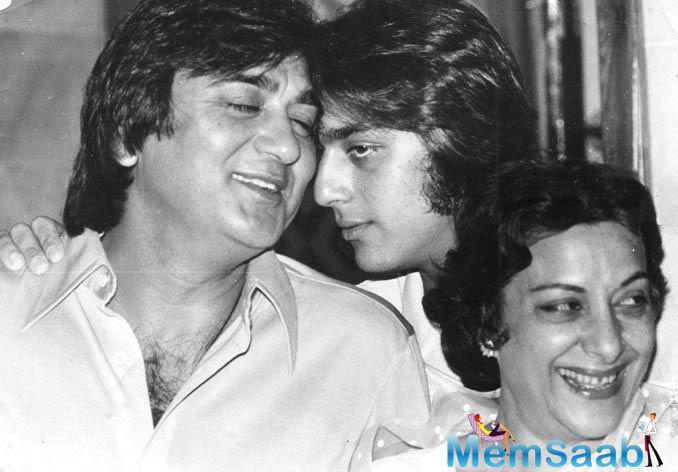 It's been a long time since Sunil Dutt directorial released but this old picture of the film's star cast will surely refresh your olden days  memories.