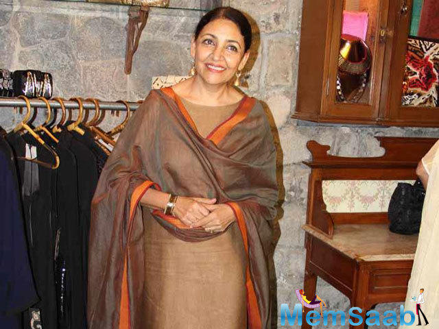 Deepti Naval would love to play the  Nightingale of India, Lata Mangeshkar in a movie.