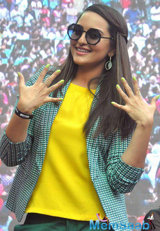 Sonakshi Sinha sported a stylish yellow dress made heads turn because  of her flawless style statement and bindass attitude at the event.